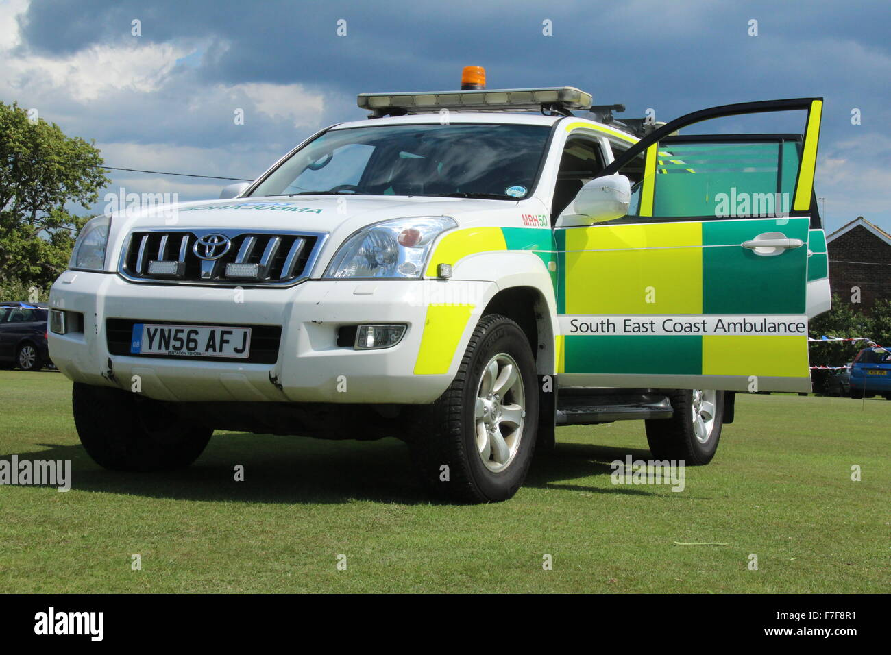 SOUTH EAST COAST AMBULANCE SERVICE NHS FOUNDATION TRUST PARAMEDIC EMERGENCY AMBULANCE VEHICLE - Stock Image
