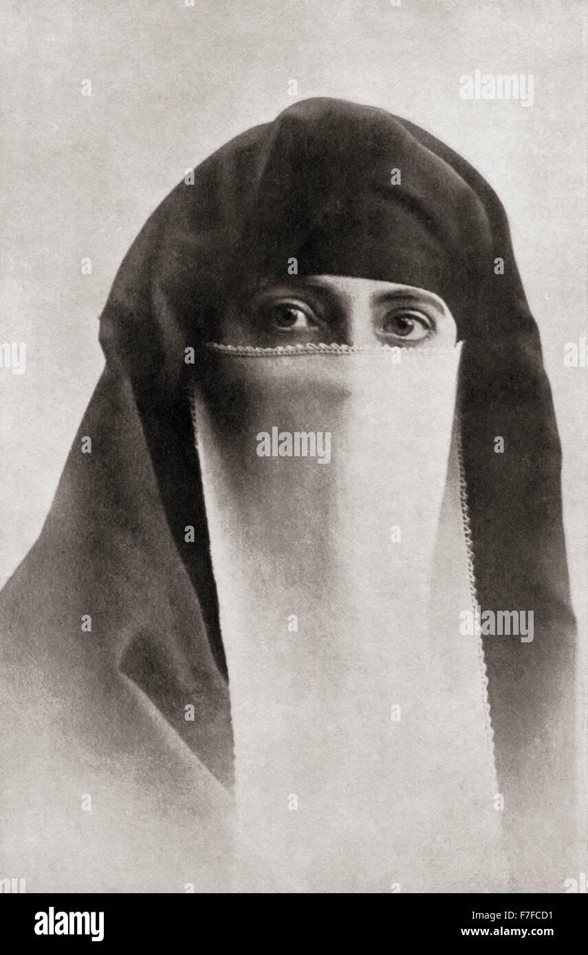 Rosita Forbes, née Joan Rosita Torr, 1890 – 1967.  English travel writer and explorer in Muslim dress. - Stock Image