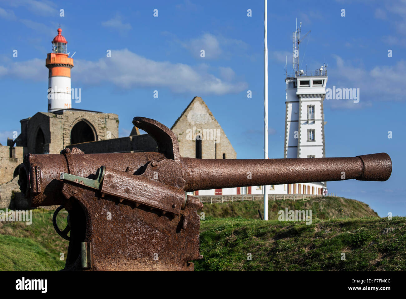 Lahitolle 95 mm cannon, French 19th century cannon at the Pointe Saint-Mathieu, Finistère, Brittany, France - Stock Image
