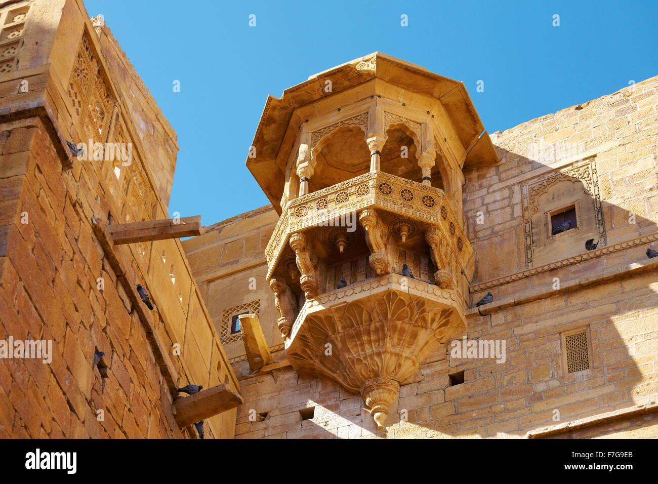 Ornate balcony in Jaisalmer Fort, architecture detail, Jaisalmer, Rajasthan, India - Stock Image