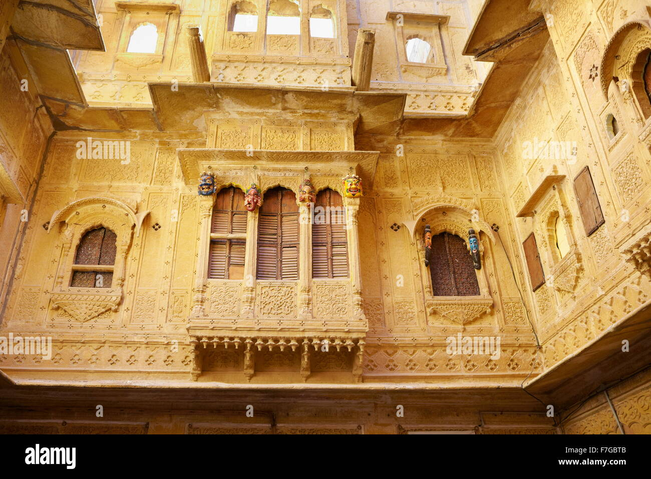 Decorated carvings in old haveli (mansion) in Jaisalmer, Rajasthan, India - Stock Image