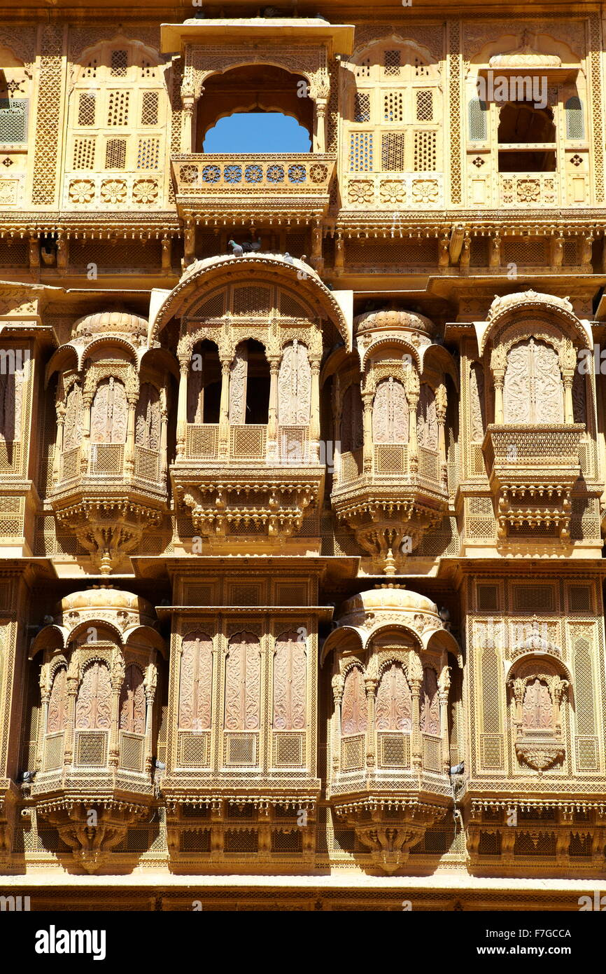 Jaisalmer - decorated carvings of facade in old haveli (mansion), Jaisalmer, Rajasthan, India - Stock Image