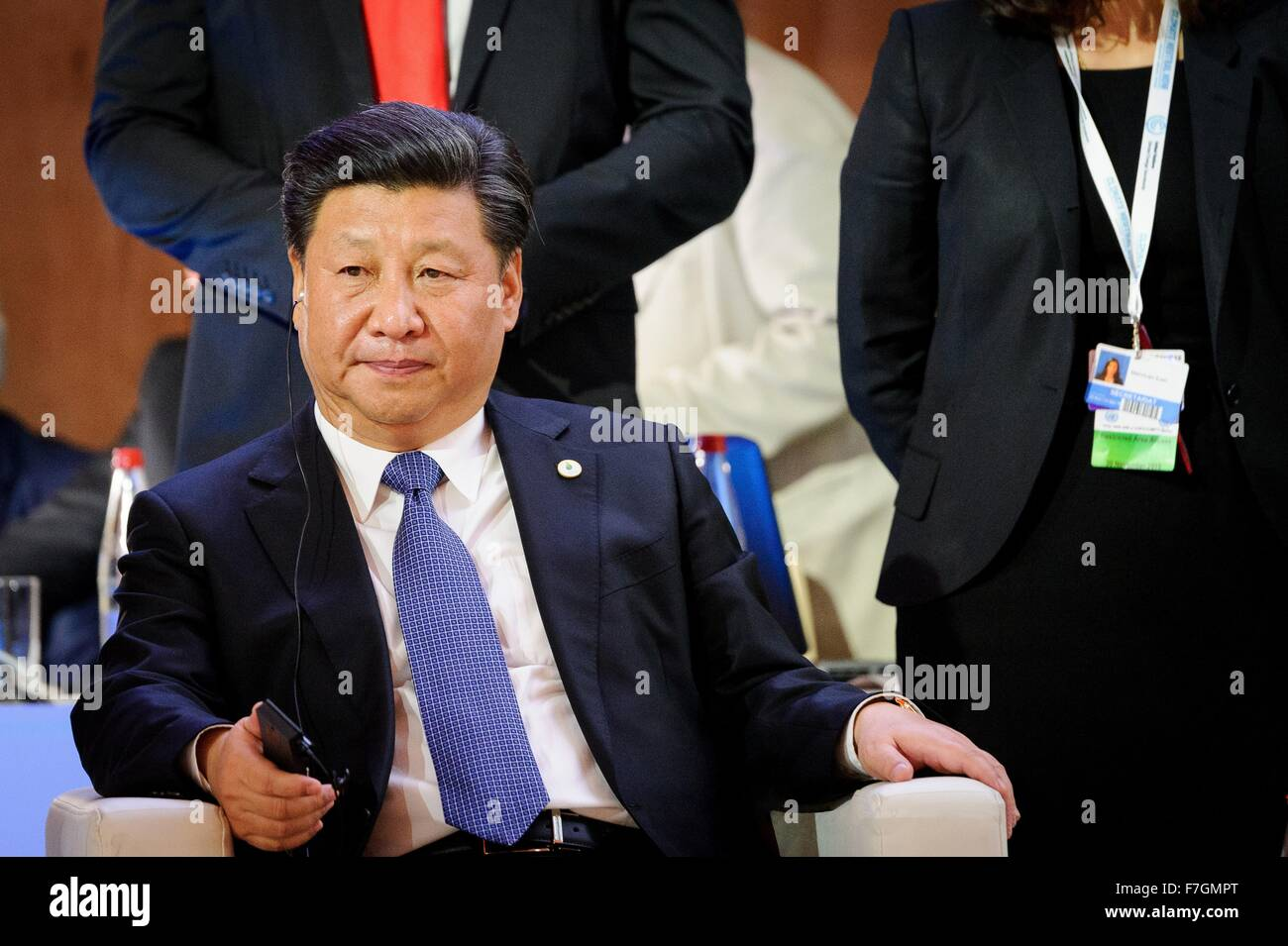 Le Bourget, France. 30th November, 2015. Chinese President Xi Jinping listens to U.S. President Barack Obama using - Stock Image