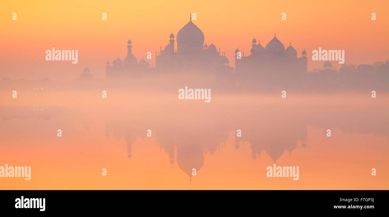 Landscape view of Taj Mahal skyline with reflexion on the water, Agra, Uttar Pradesh, India - Stock Image