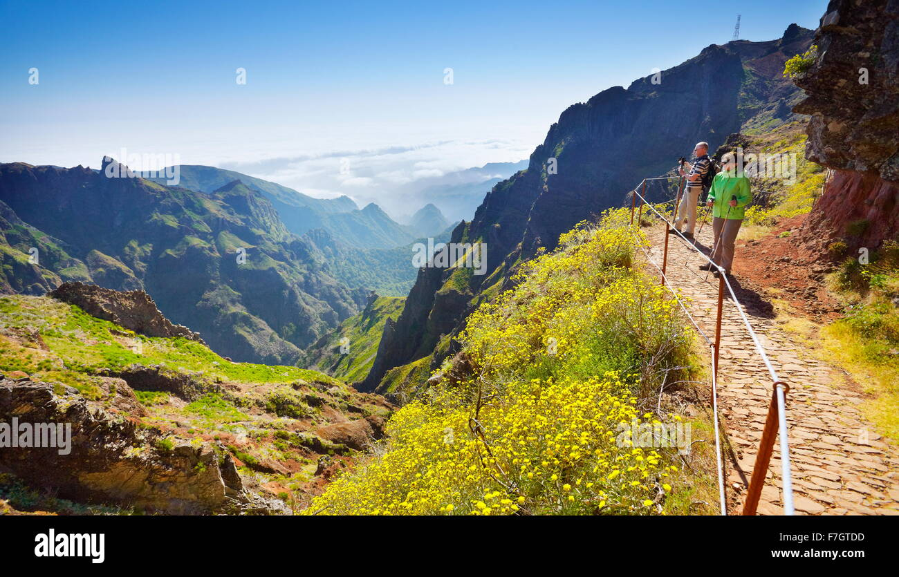 Tourists on hiking trail from  Pico do Arieiro to Pico Ruivo, Madeira island, Portugal - Stock Image