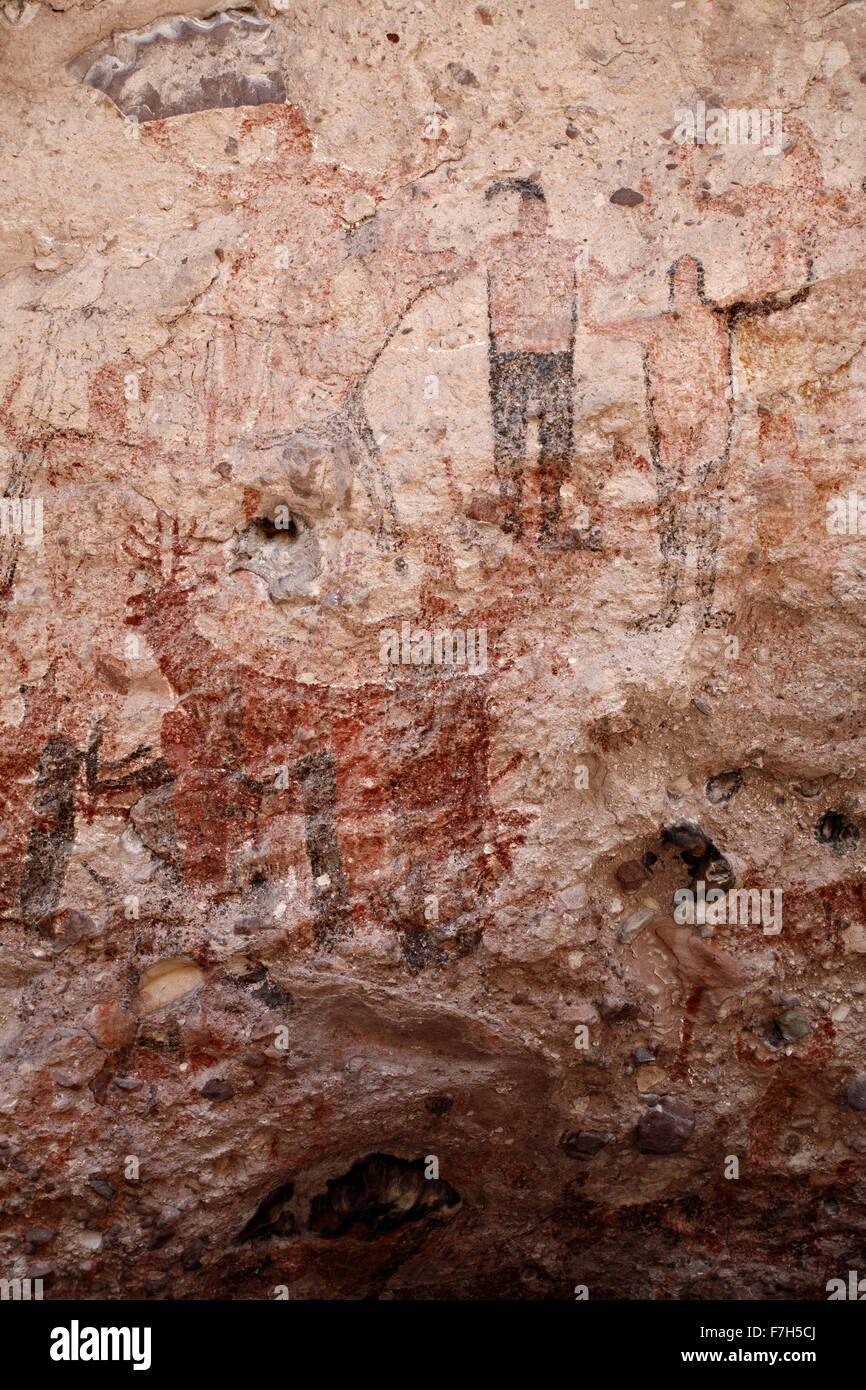 pr7168-D. petroglyphs and rock paintings of Santa Marta, which depict people, animals (deer, rabbits, fish, more). - Stock Image