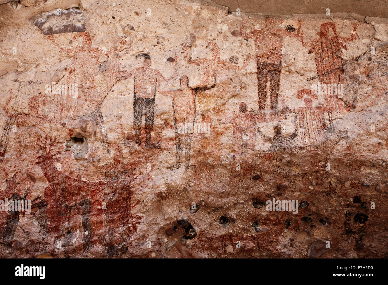 pr7172-D. petroglyphs and rock paintings of Santa Marta, which depict people, animals (deer, rabbits, fish, more). - Stock Image