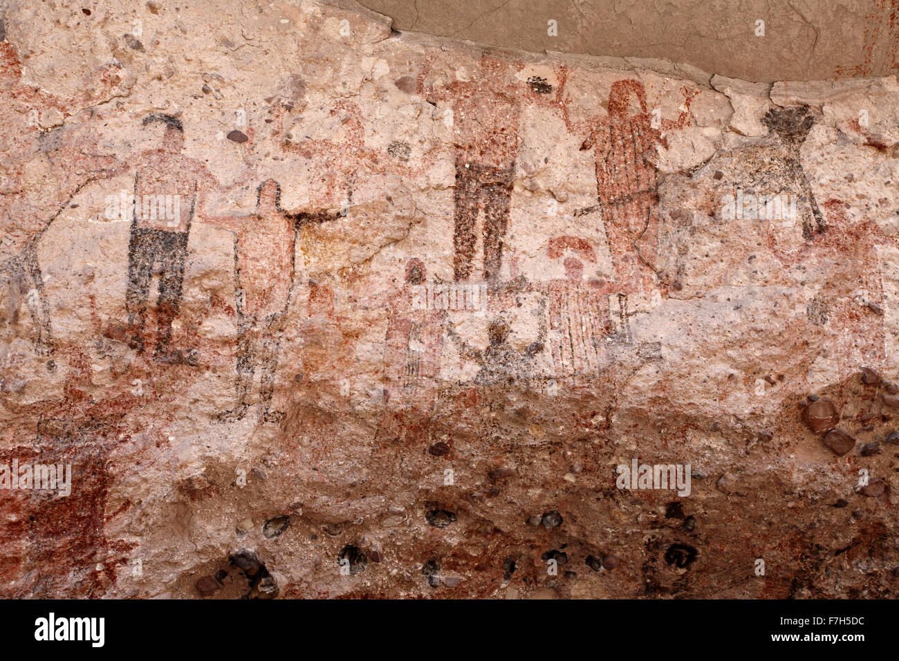 pr7174-D. petroglyphs and rock paintings of Santa Marta, which depict people, animals (deer, rabbits, fish, more). - Stock Image