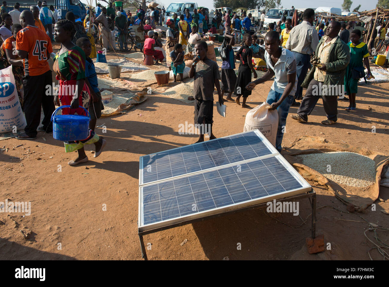 MALAWI, village market, farmer sell maize, solar panel of shop to recharge batteries and mobile phones - Stock Image