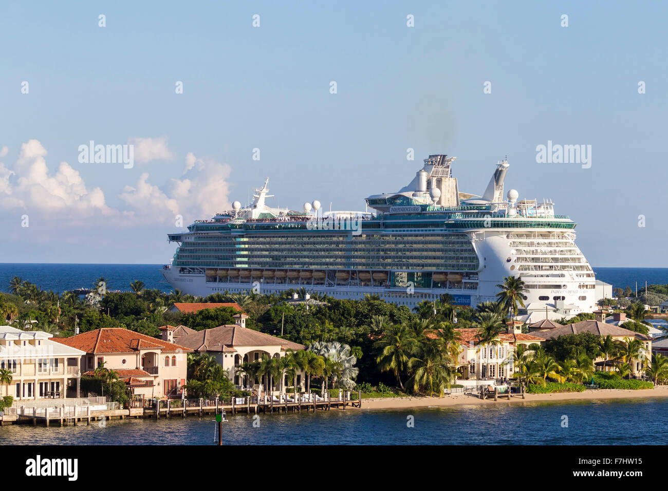 Royal Caribbeans Independence of the Seas  leaving  Port Everglades, Fort Lauderdale Florida - Stock Image