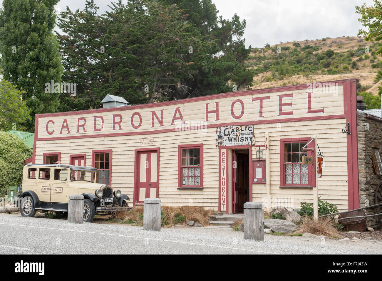 Vintage Cardrona Hotel in scenic Cardrona, Central Otago, South Island, New Zealand. - Stock Image