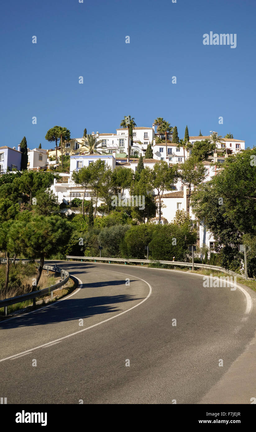 Urbanisation La Heredia in the foothills of the Sierra Blanca Mountains. Marbella, Andalusia, Spain. - Stock Image