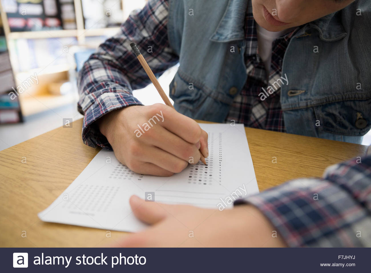High school student completing multiple choice test form - Stock Image