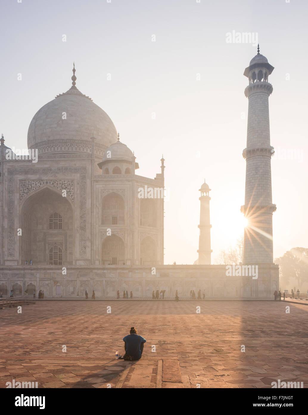 man watching Dawn at The Taj Mahal, Agra, Uttar Pradesh, India - Stock Image