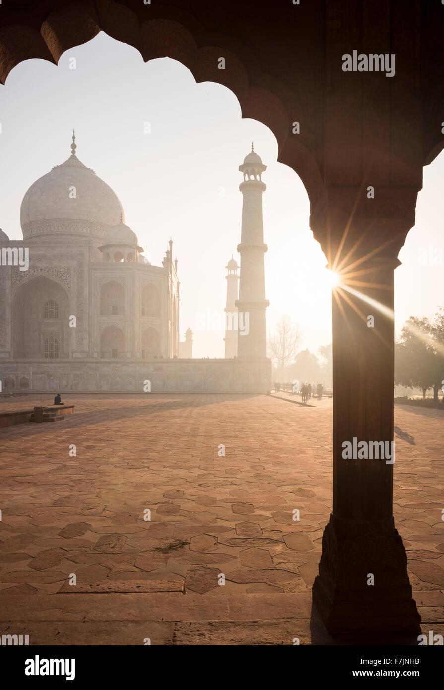 Dawn at The Taj Mahal, Agra, Uttar Pradesh, India - Stock Image