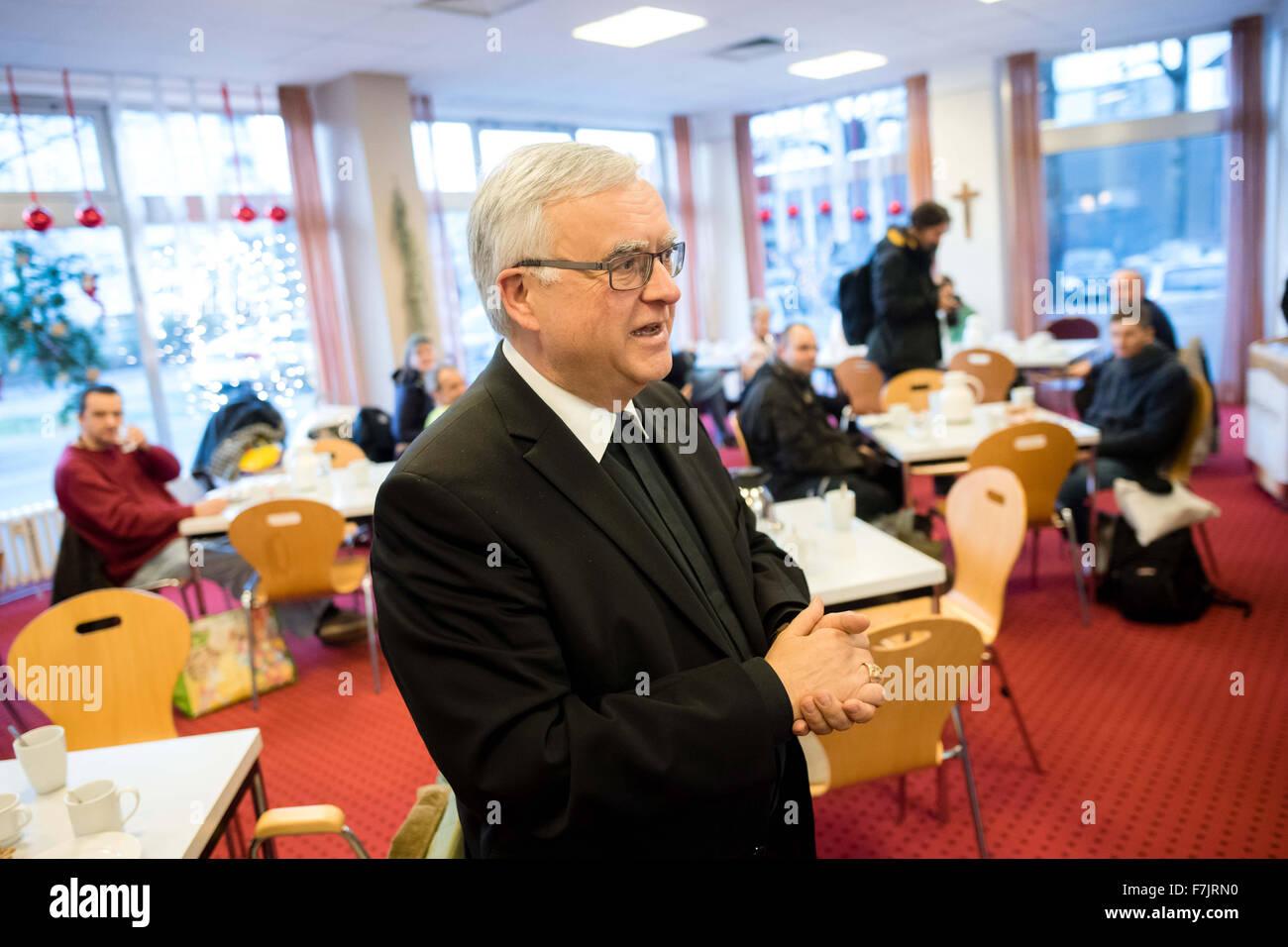 Berlin, Germany. 01st Dec, 2015. Heiner Koch, archbishop of Berlin, opens the warm room of the aid organisation - Stock Image