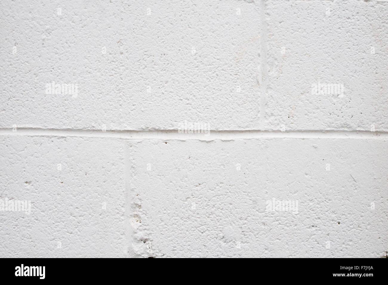 whitewash whitewashed white wash washed washing paint painted breeze block blocks breezeblock breezeblocks concrete - Stock Image