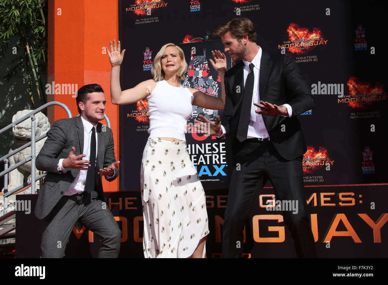 The Hunger Games Mockingjay Part 2 Cast Hand And