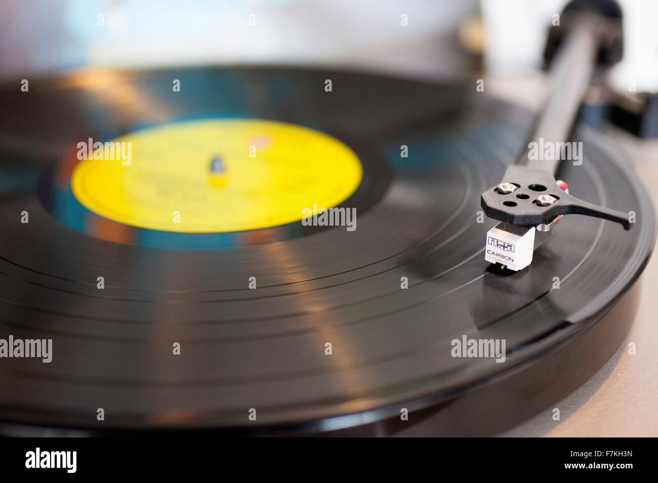 A vinyl record playing on a turntable - Stock Image