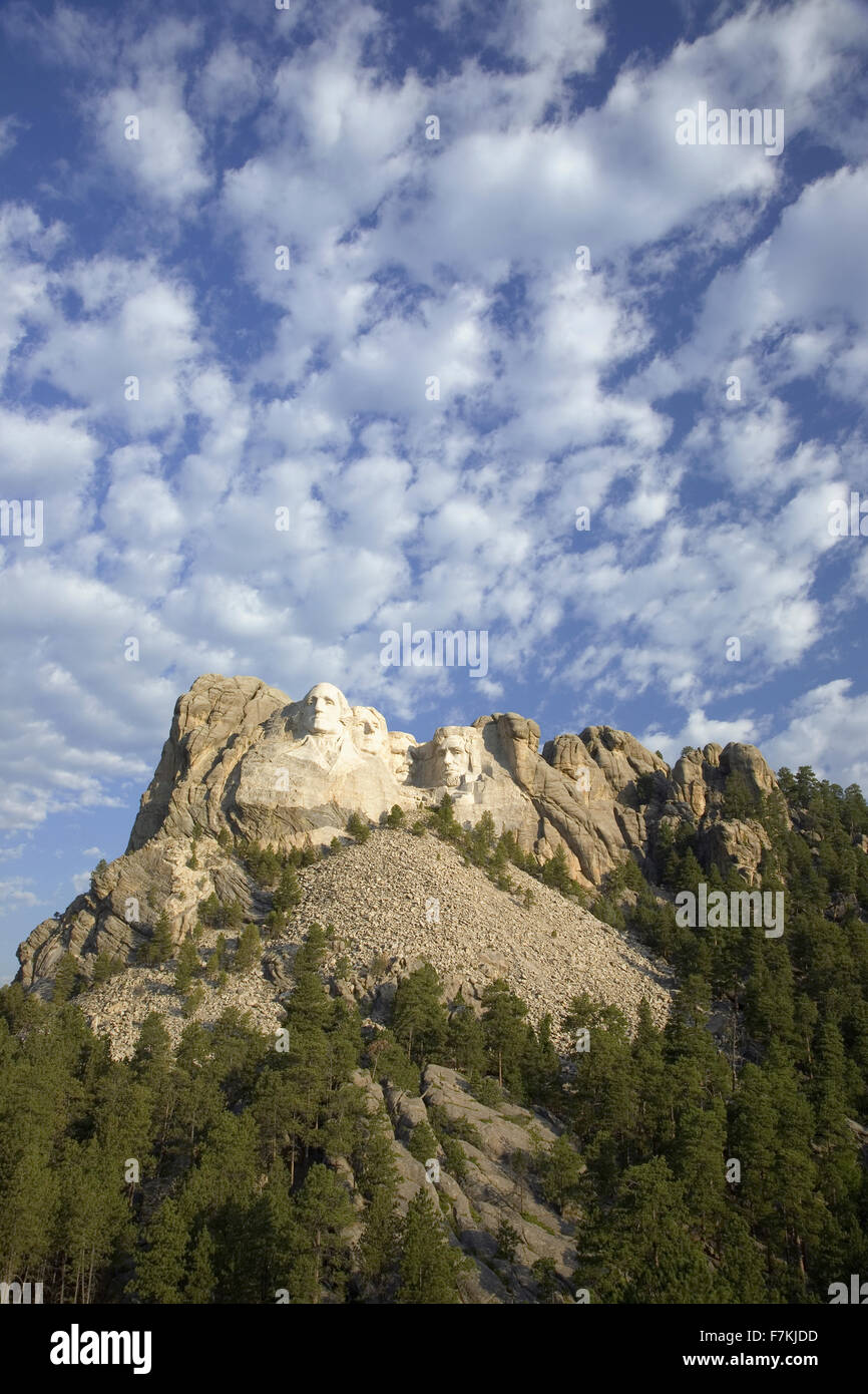 White puffy clouds behind Presidents George Washington, Thomas Jefferson, Teddy Roosevelt and Abraham Lincoln at - Stock Image