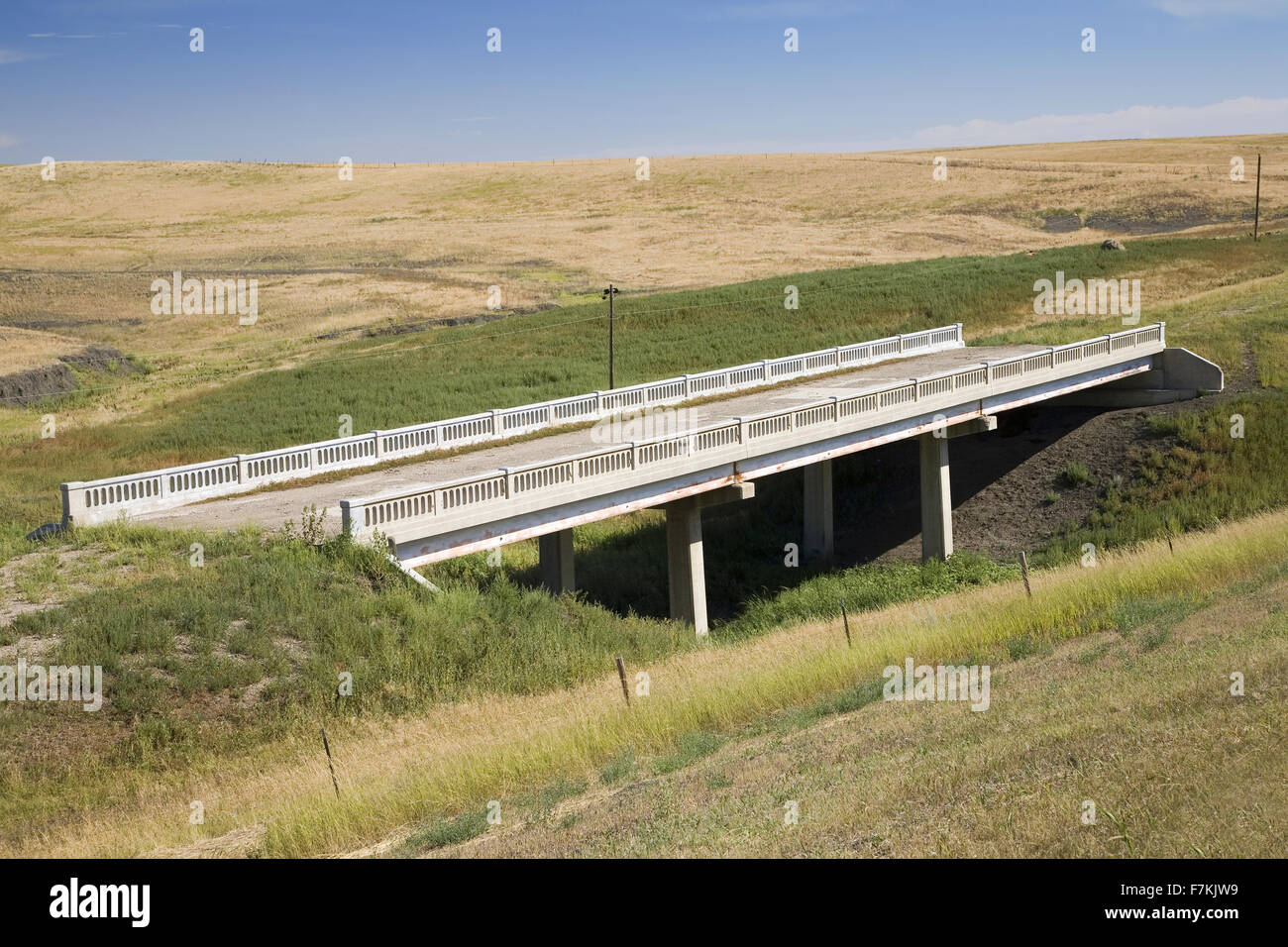 Old bridge and vestiges of Lincoln Highway, US 30, America's first transcontinental highway, Nebraska - Stock Image