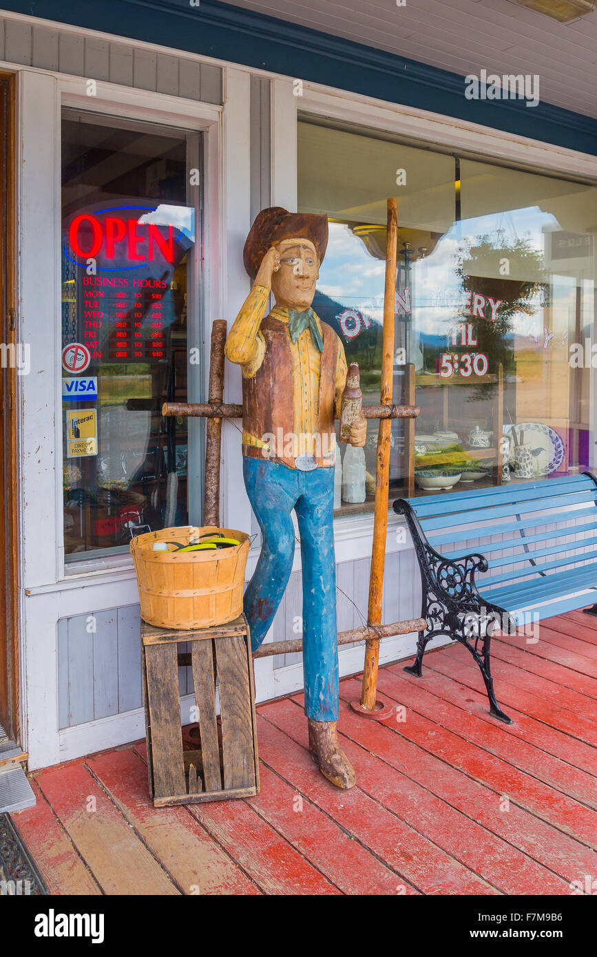 Carved cowboy outside store, Quilchena, near Merritt, British Columbia, Canada - Stock Image