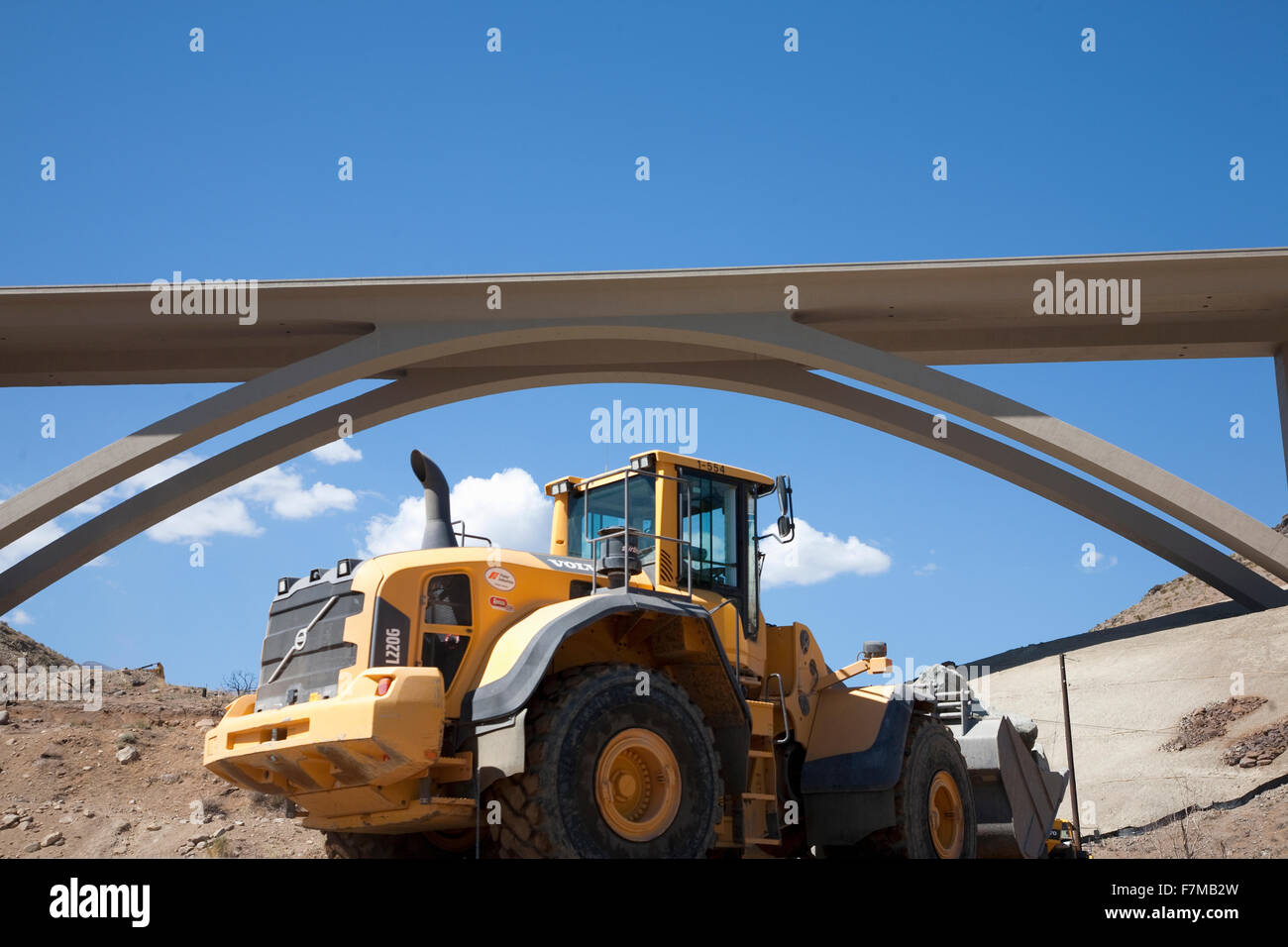 Construction Galena Creed twin-span concrete arch bridge along Route 395 and Interstate 580 in Washoe County, Nevada. - Stock Image