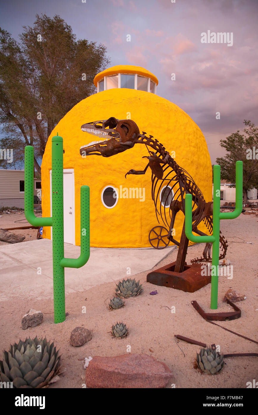 Roadside attraction shows campy objects in front of Yellow domed house, along Route 395, California - Stock Image