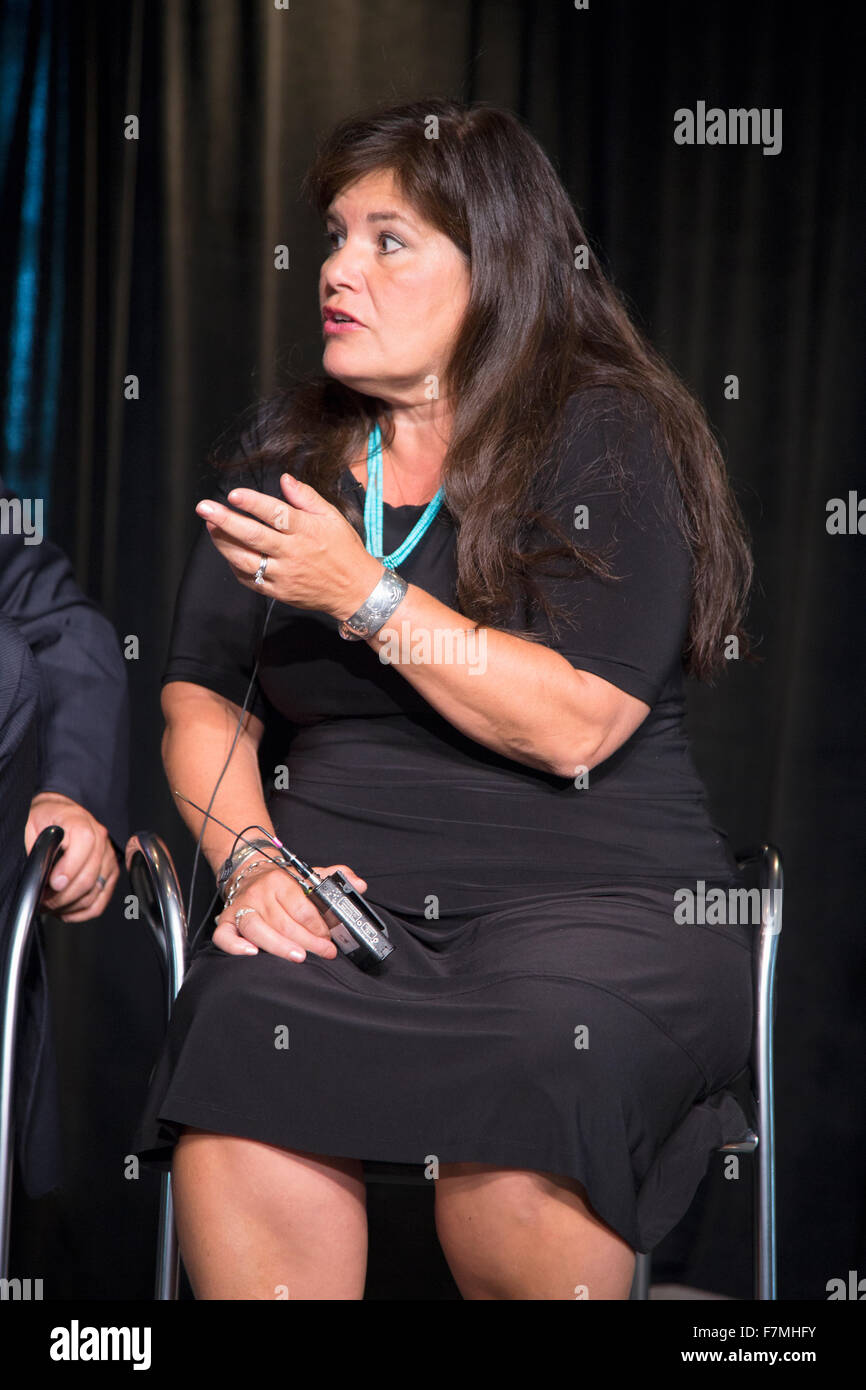 Jacqueline Pata pf National Congress of American Indians with former NAACP President and CEO Ben Jealous at Newseum - Stock Image