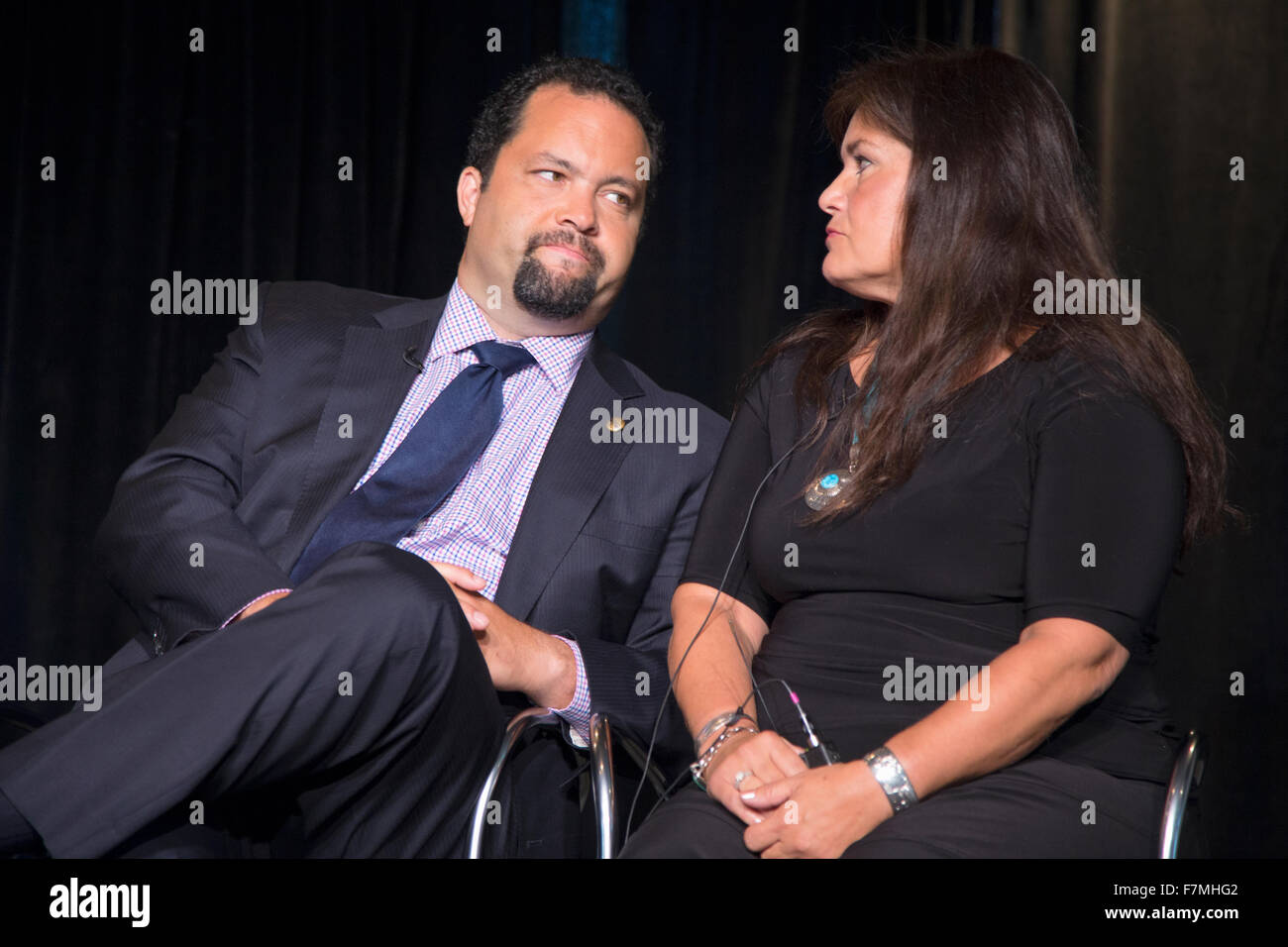 Jacqueline Pata of National Congress of American Indians with former NAACP President and CEO Ben Jealous at Newseum - Stock Image