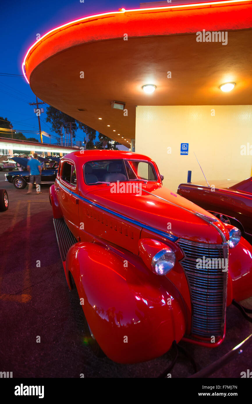 Classic cars and hot rods at 1950\'s Diner, Bob\'s Big Boy, Riverside ...