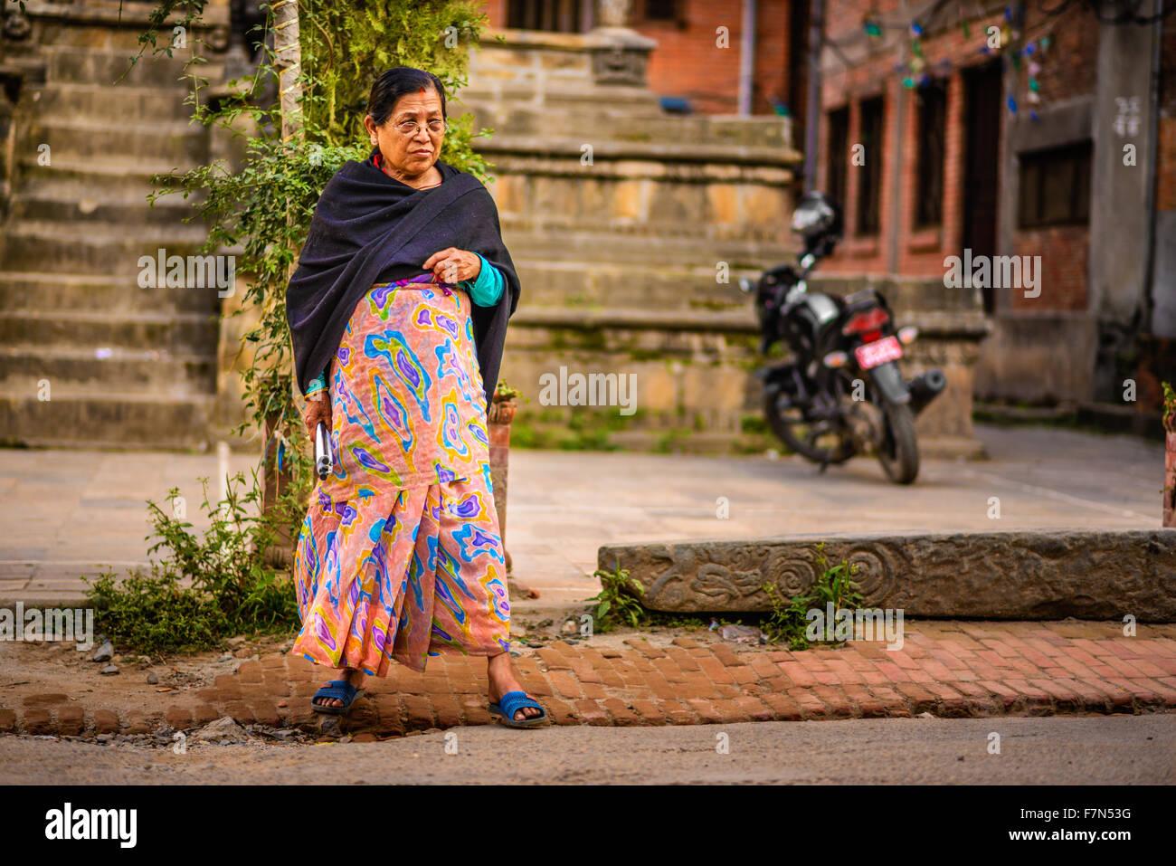 scandal-sexvirgin-old-women-walking-bangladesh
