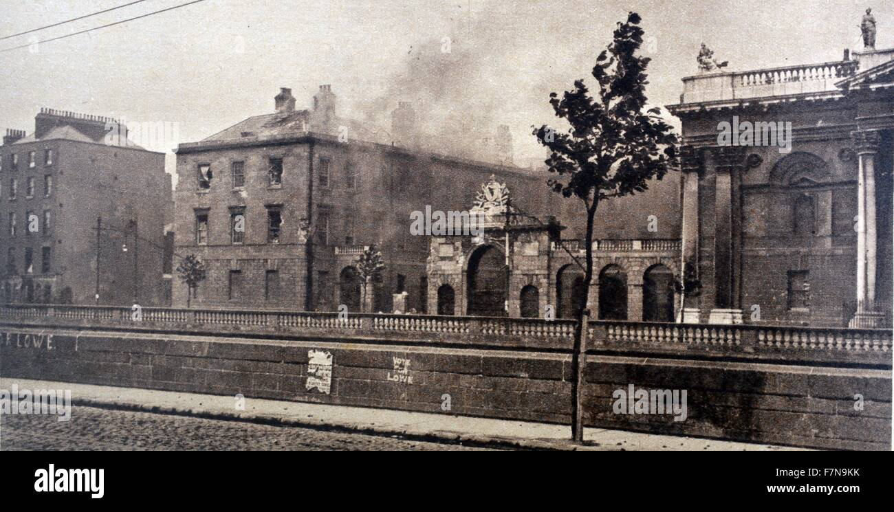 Photograph of the remains of the Four Courts in Dublin. Dated 1940 - Stock Image
