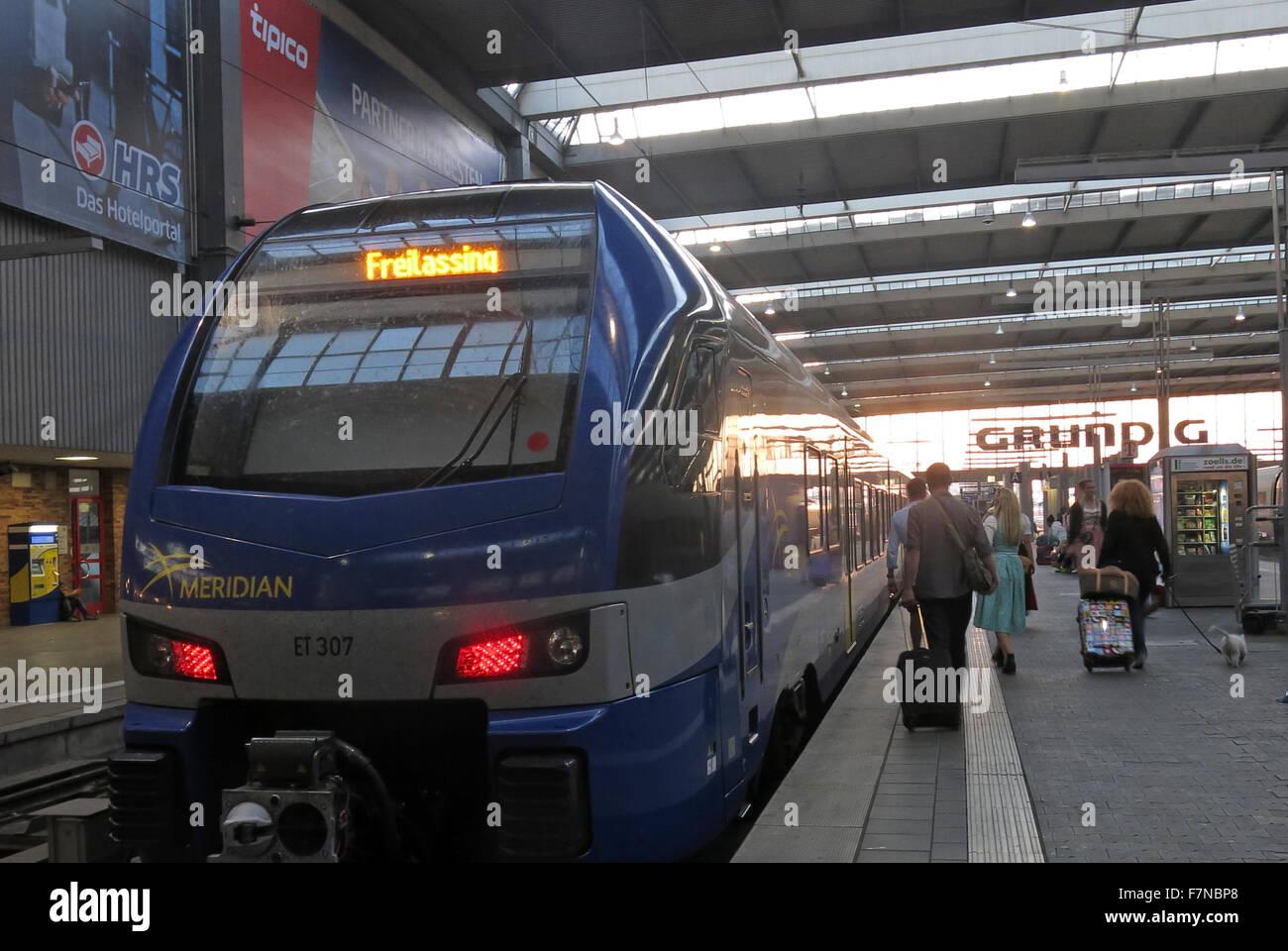München Hauptbahnhof, blue Meridian Freilassing passenger Train - Stock Image