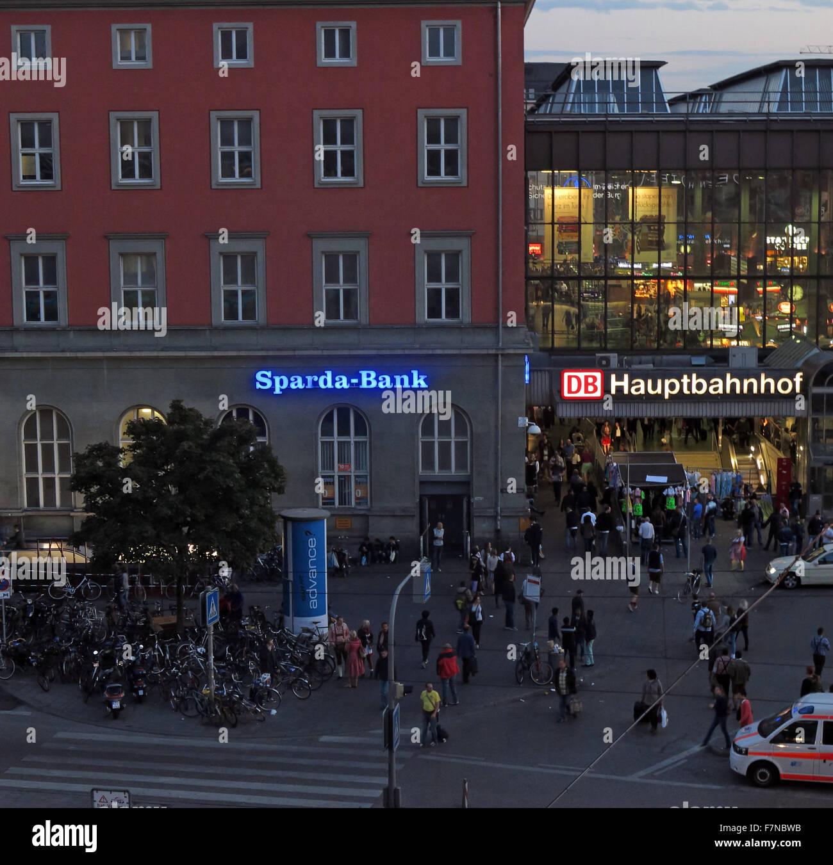 Munchen Hauptbahnhof Munich And Sparda Bank At Dusk Stock Photo Alamy