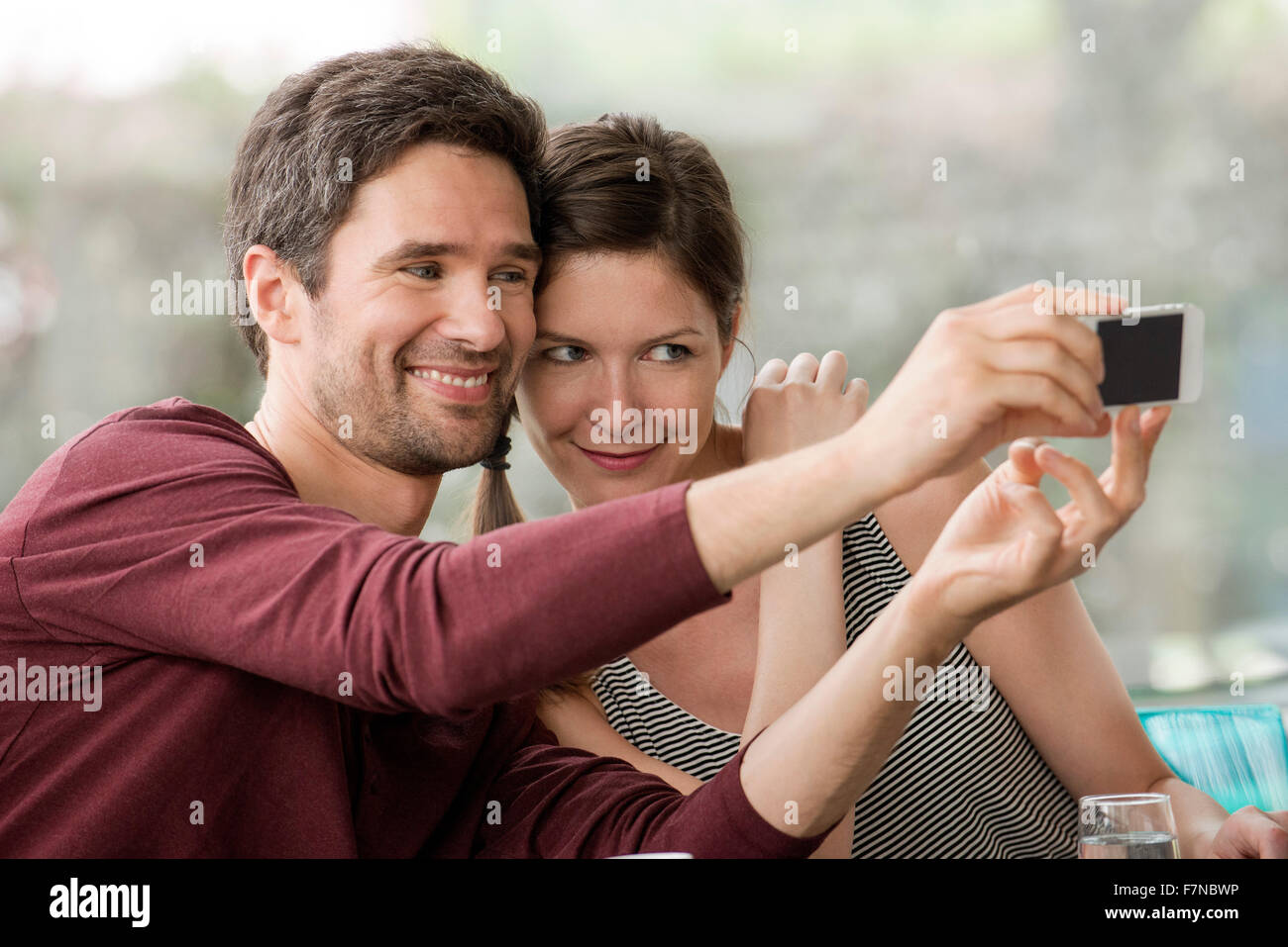 Couple taking selfie with smartphone - Stock Image