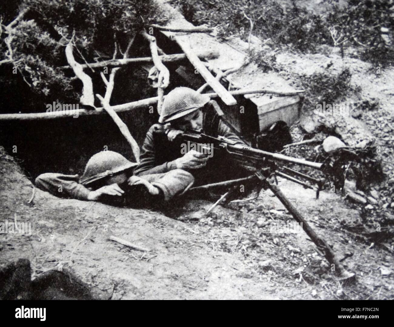 Photograph of a First Army Bren gunner and his observer posted in the hills near Matuer, Tunisia. Dated 1942 - Stock Image