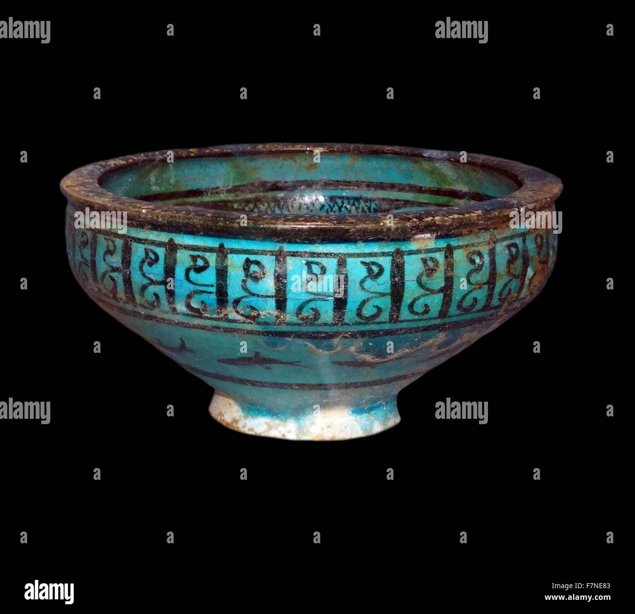 Glazed stonepaste bowl. Persian, Iran, AD 1400-1500 - Stock Image