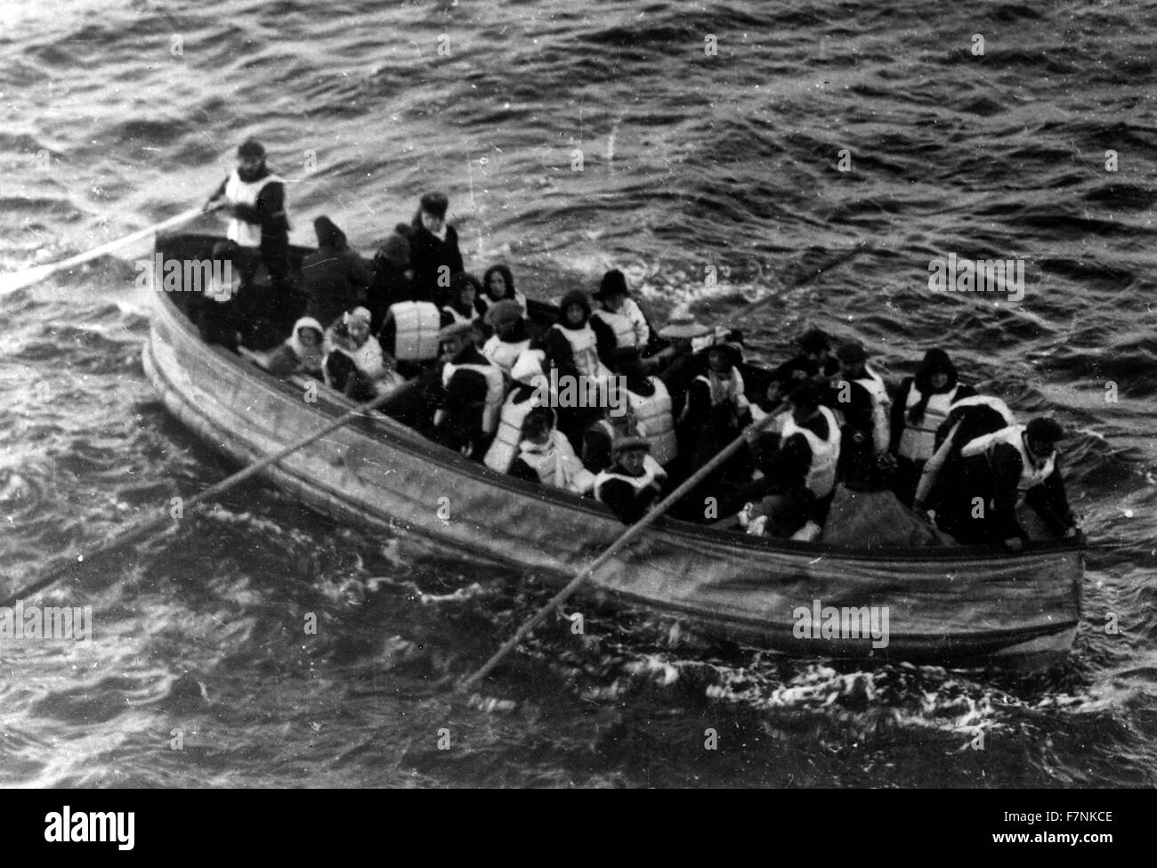 lifeboat with survivors from the SS Titanic 1912 - Stock Image