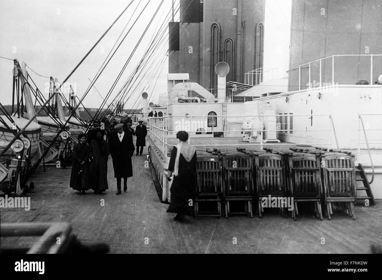 Passengers walk on the deck of the SS Titanic 1912 - Stock Image