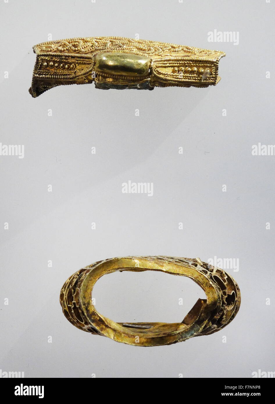 Gold hilt collar from a sword, from the Staffordshire Hoard. Dated 6th Century - Stock Image