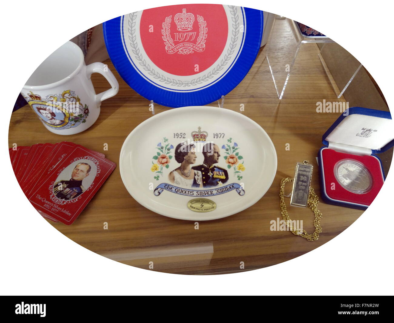 Commemorative platter for the Queen's Silver Jubilee. Dated 1977 - Stock Image
