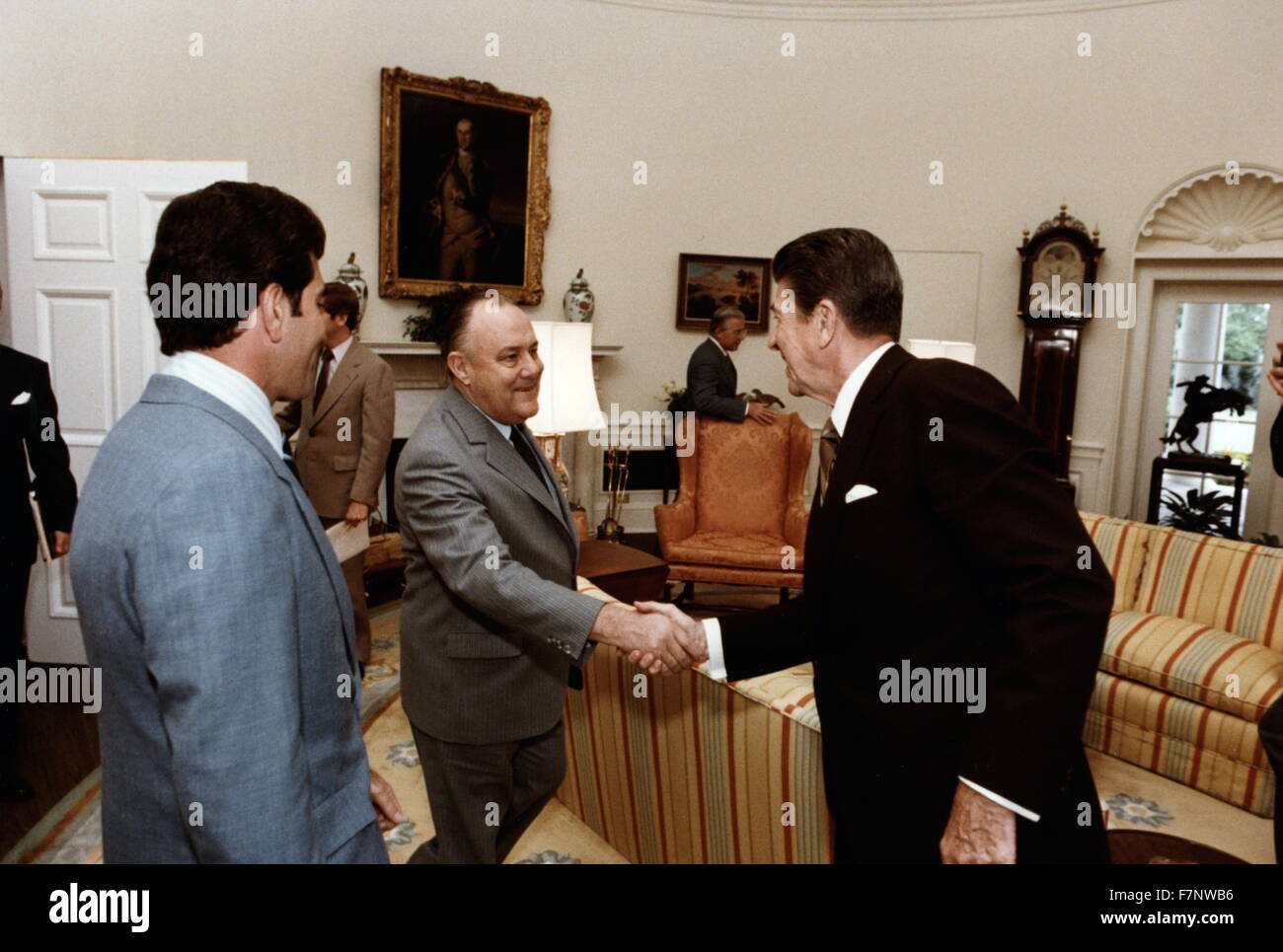 reagan oval office. New Zealand Prime Minister Robert Muldoon And US President Ronald Reagan, R In The Oval Reagan Office