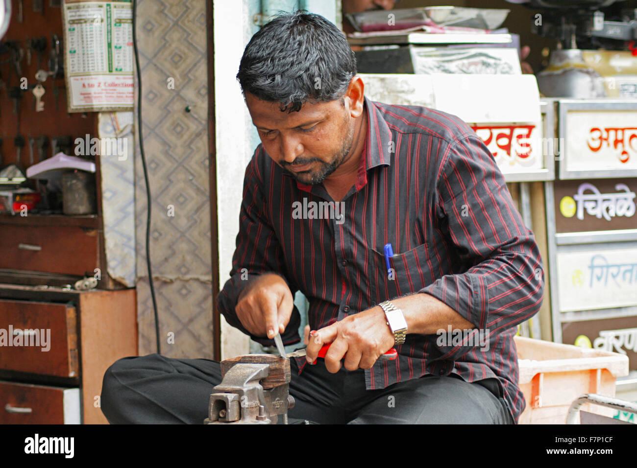 Key maker Pune Maharashtra India - Stock Image