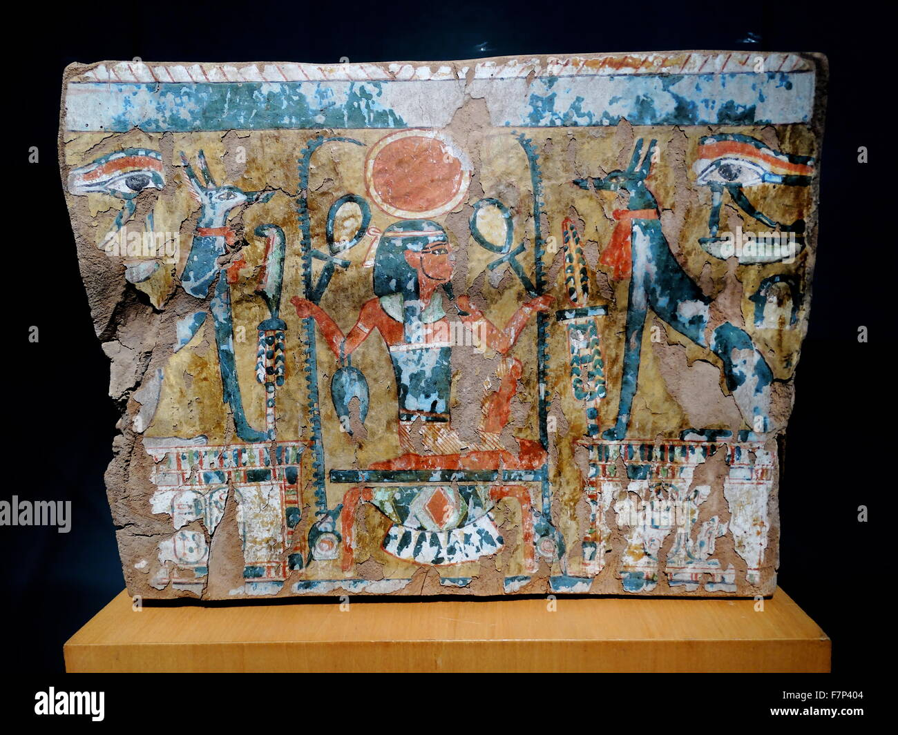 A fragment of painted wood. 21st Dynasty (1070-945 BC) from a door or coffin. In the middle of the scene is the - Stock Image
