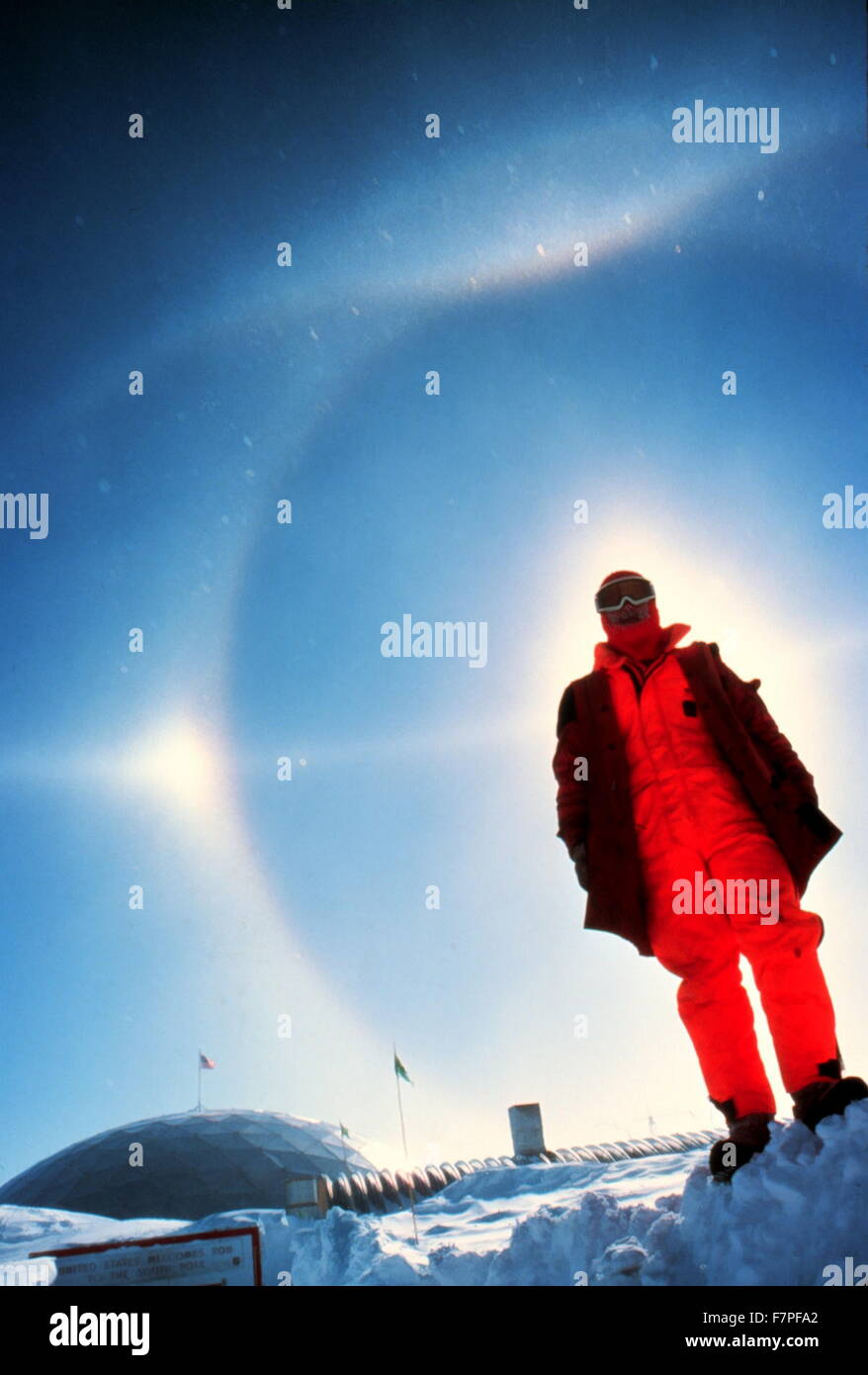 Photograph of a halo over the South Pole Station. Photographed by Lieutenant Cindy McFee. Dated 1980 - Stock Image