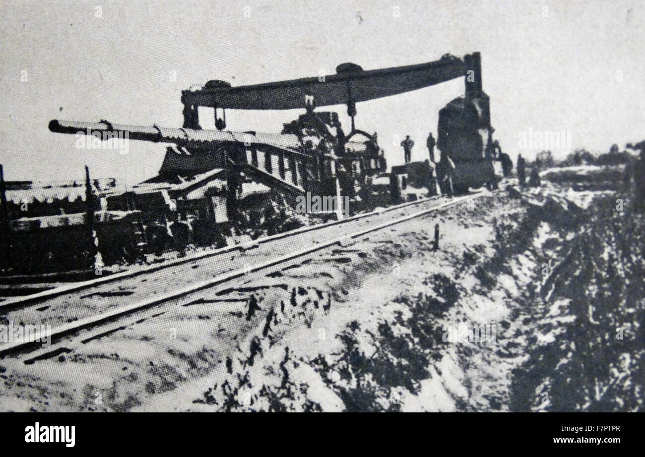 Large German army cannon transported by rail to a battlefront during World war One 1916 - Stock Image
