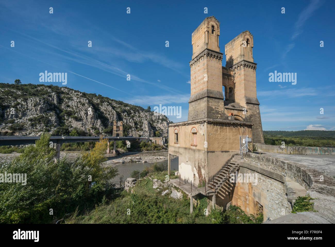 Pont de Mirabeau, dismantled bridge, Durance river, Vaucluse, Bouches-du-Rhone, Provence, France - Stock Image