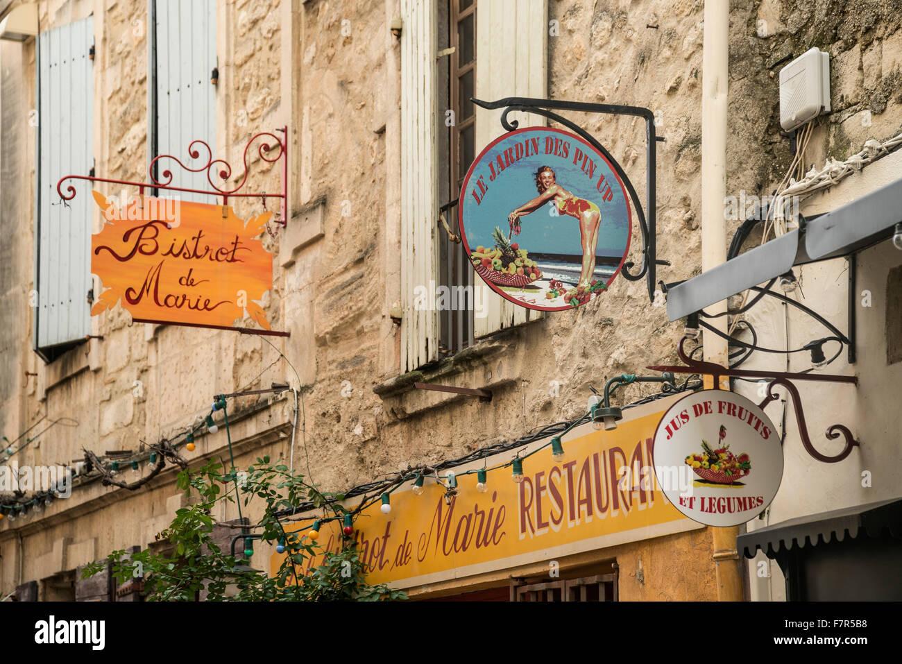 Bistrot de Maie ,  Le Jardin des Pin Up, St. Remy de Provence, France - Stock Image