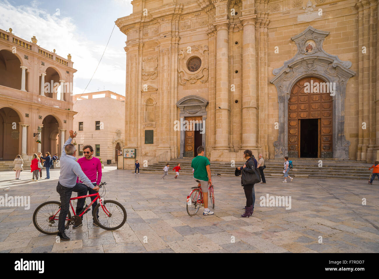 Sicilian people, view of people in Marsala on a Sunday morning meeting in the town square (Piazza della Repubblica) - Stock Image